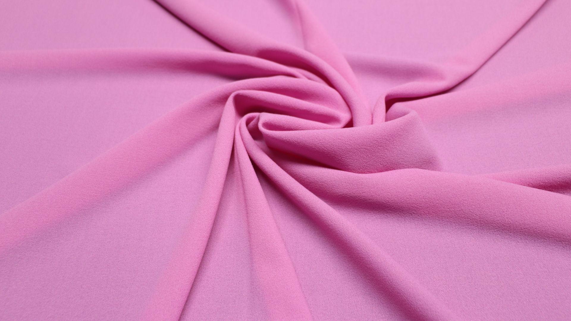 il particolare del tessuto crepe lana2824, appartenente alla categoria uniti seta, di Leadford & Logan