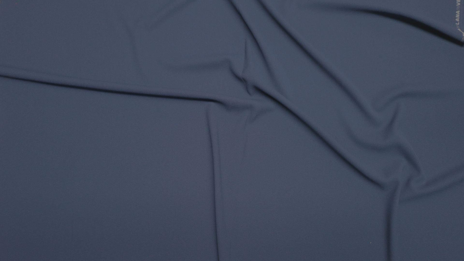 il particolare del tessuto doppio crepe 27054, appartenente alla categoria uniti seta, di Leadford & Logan