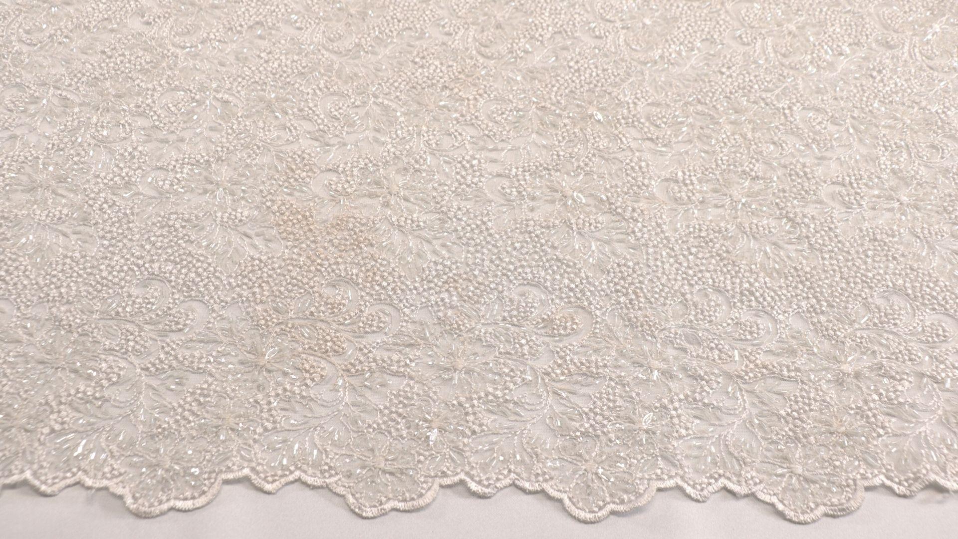 il particolare del tessuto dr7086, appartenente alla categoria ricami con accessori, di Leadford & Logan