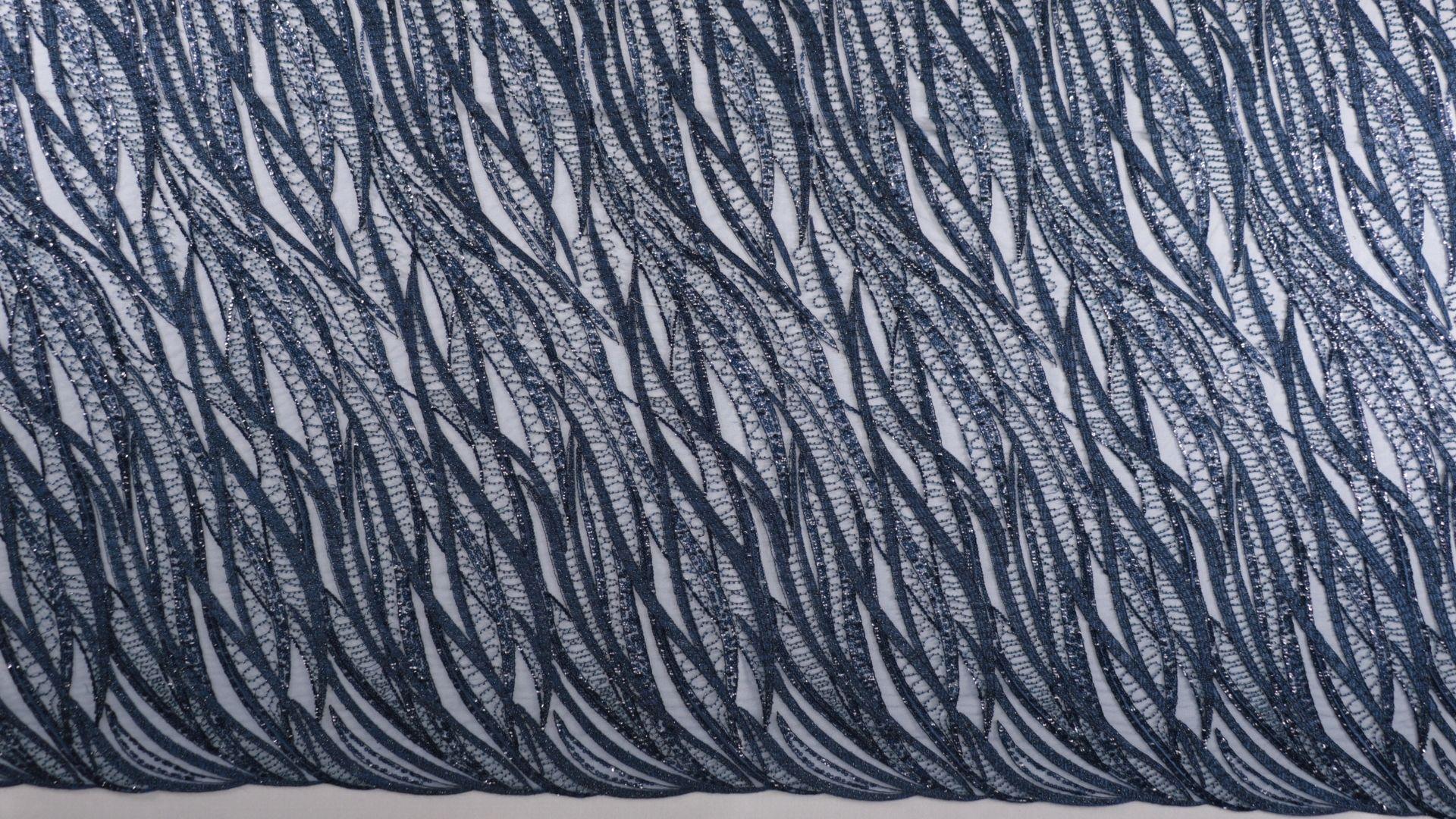 il particolare del tessuto lv10607, appartenente alla categoria ricami con accessori, di Leadford & Logan