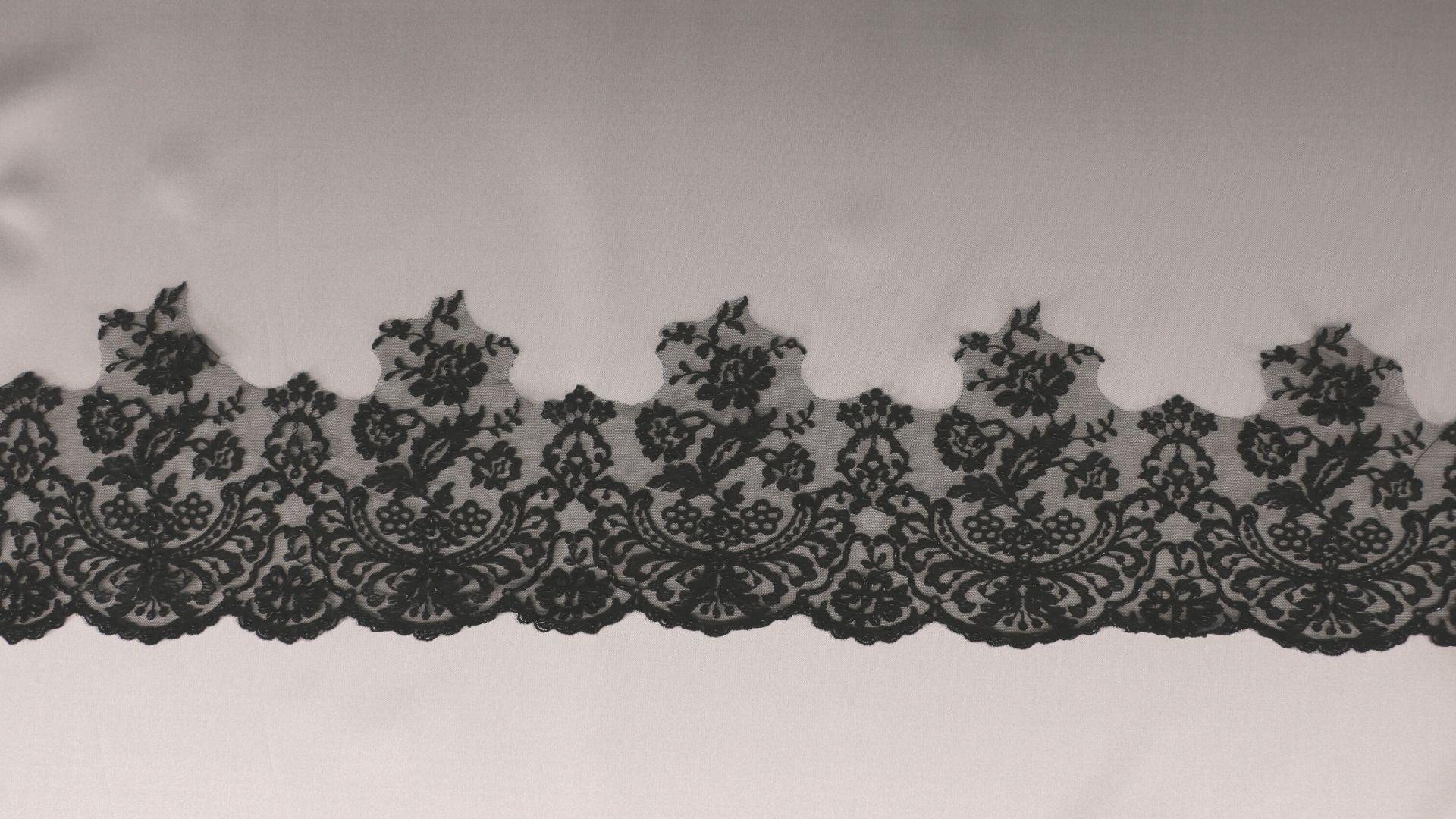 il particolare del tessuto lv3546, appartenente alla categoria ricami da sposa, di Leadford & Logan