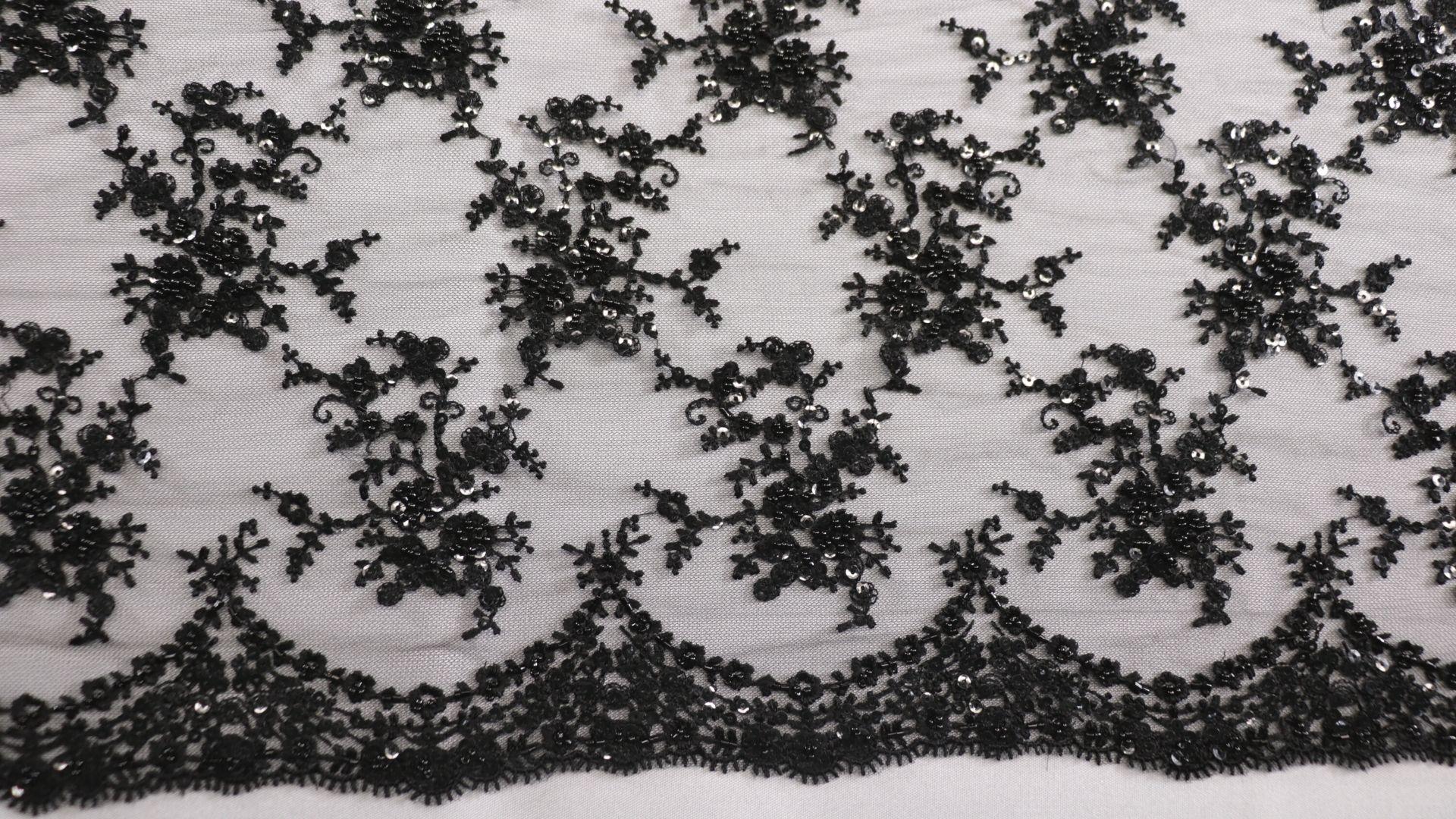 il particolare del tessuto lv8507, appartenente alla categoria ricami da sposa, di Leadford & Logan