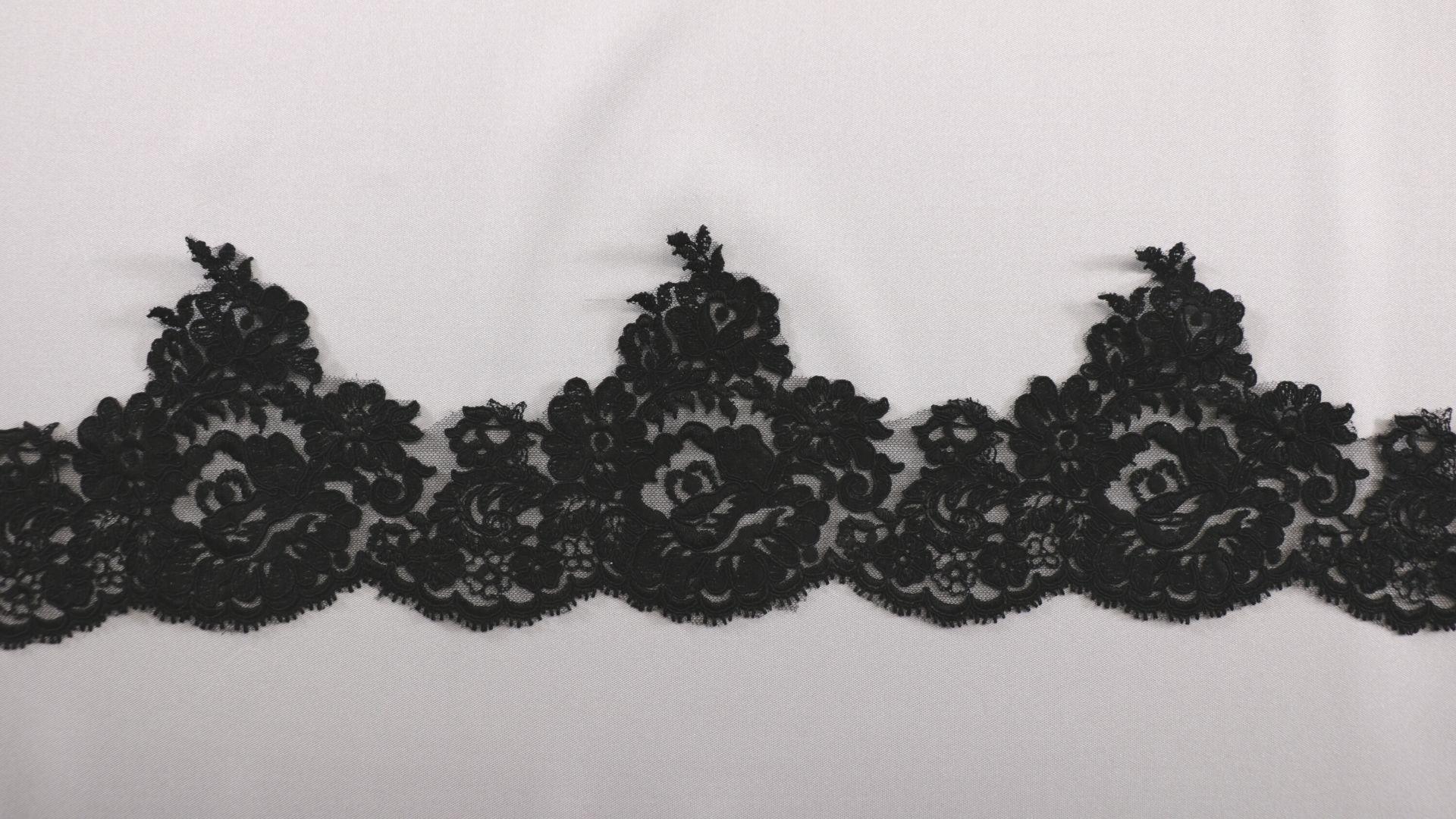il particolare del tessuto lv9331, appartenente alla categoria ricami da sposa, di Leadford & Logan