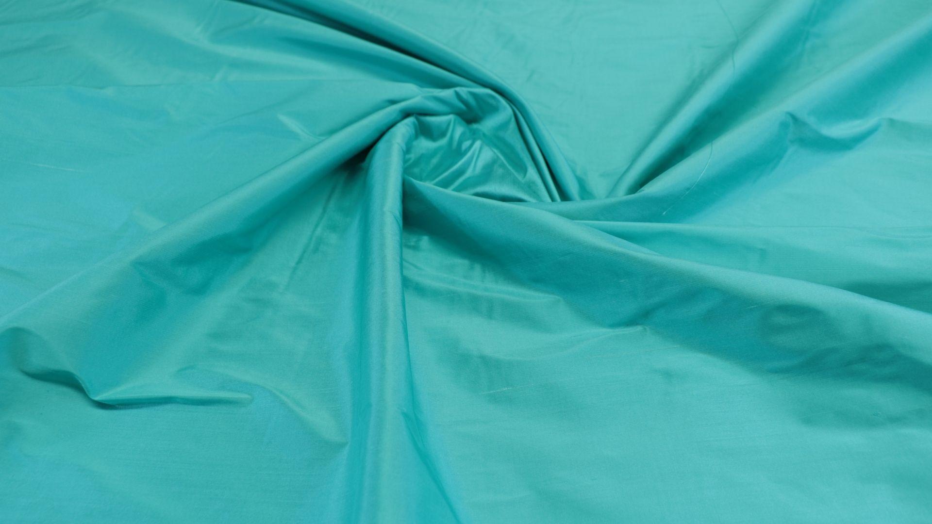 il particolare del tessuto shantung machine, appartenente alla categoria uniti seta, di Leadford & Logan