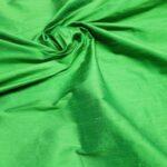 il particolare del tessuto shantung tex, appartenente alla categoria uniti seta, di Leadford & Logan