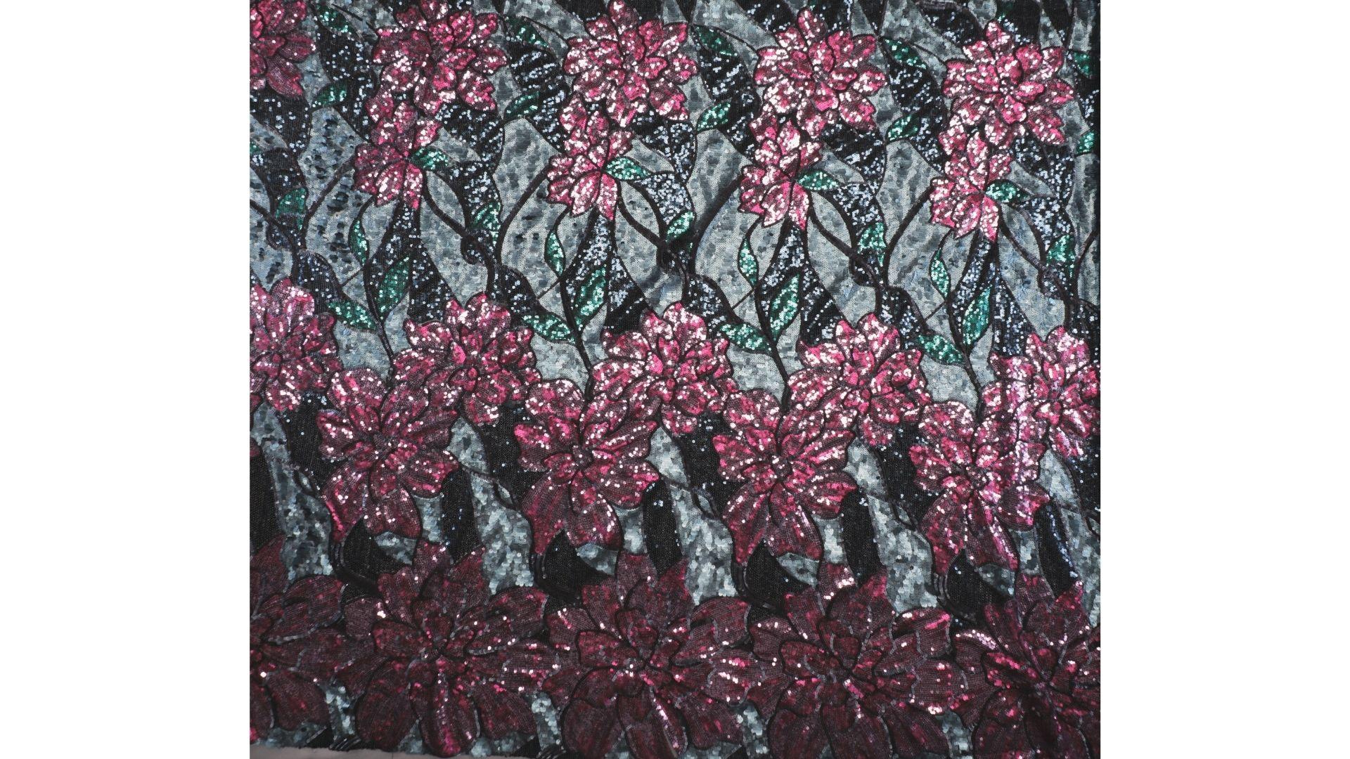 il particolare del tessuto sx047, appartenente alla categoria ricami paillettes, di Leadford & Logan
