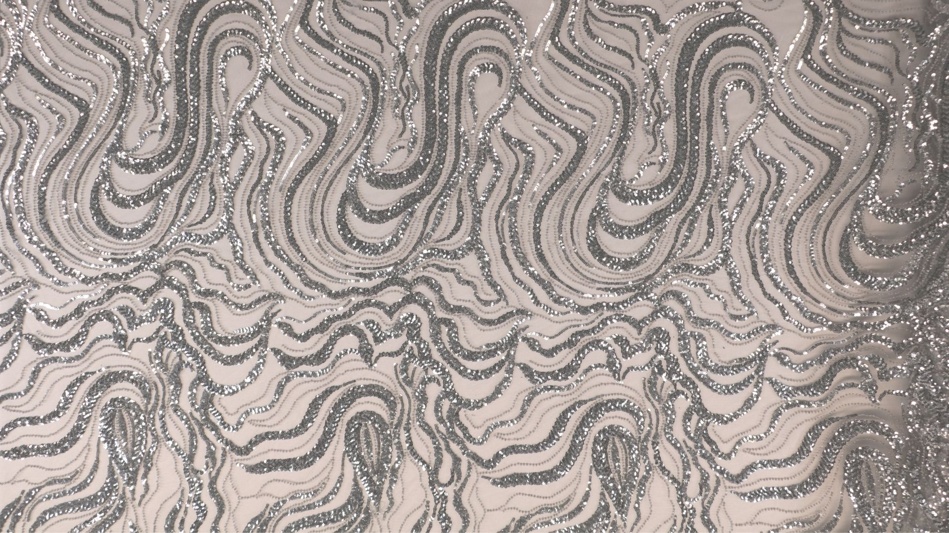 il particolare del tessuto sx214, appartenente alla categoria ricami paillettes, di Leadford & Logan