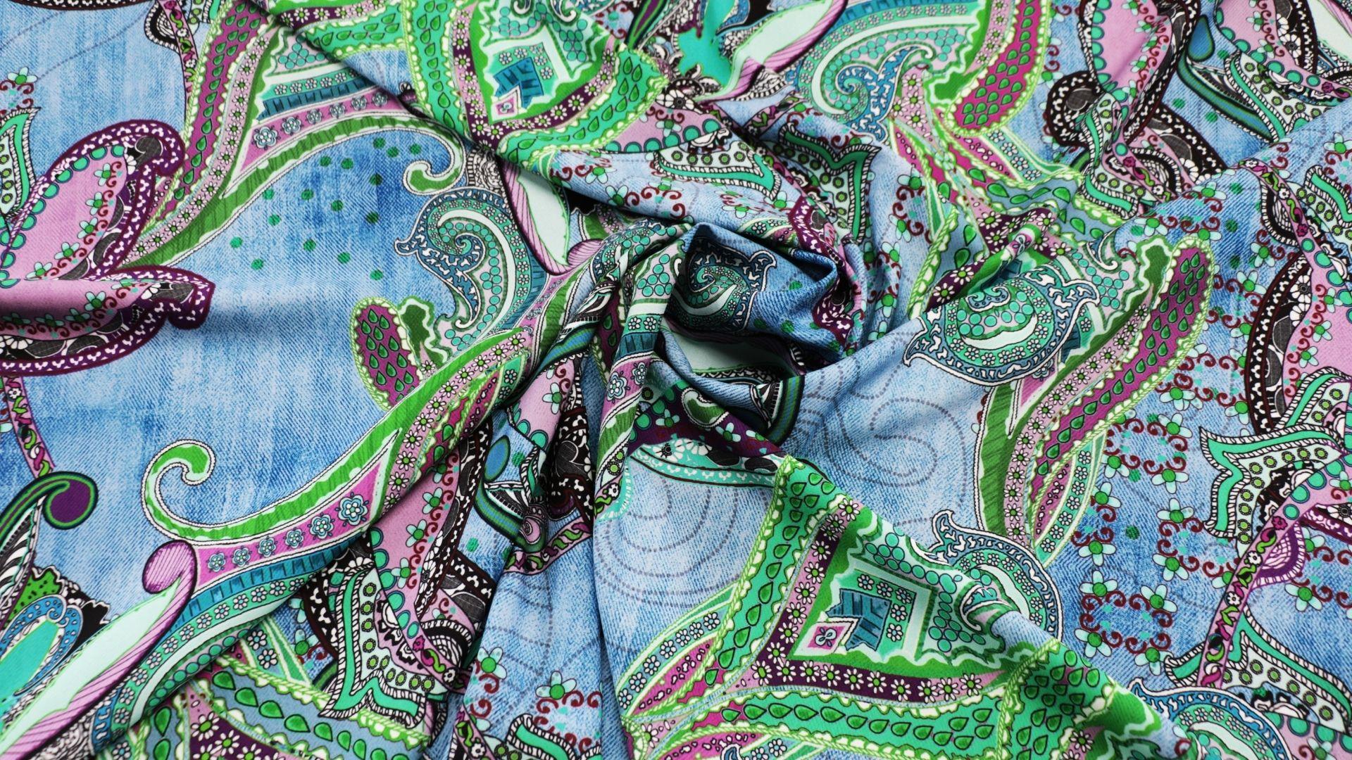 il particolare del tessuto victoria dis820, appartenente alla categoria stampe-poliestere-fibremiste, di Leadford & Logan