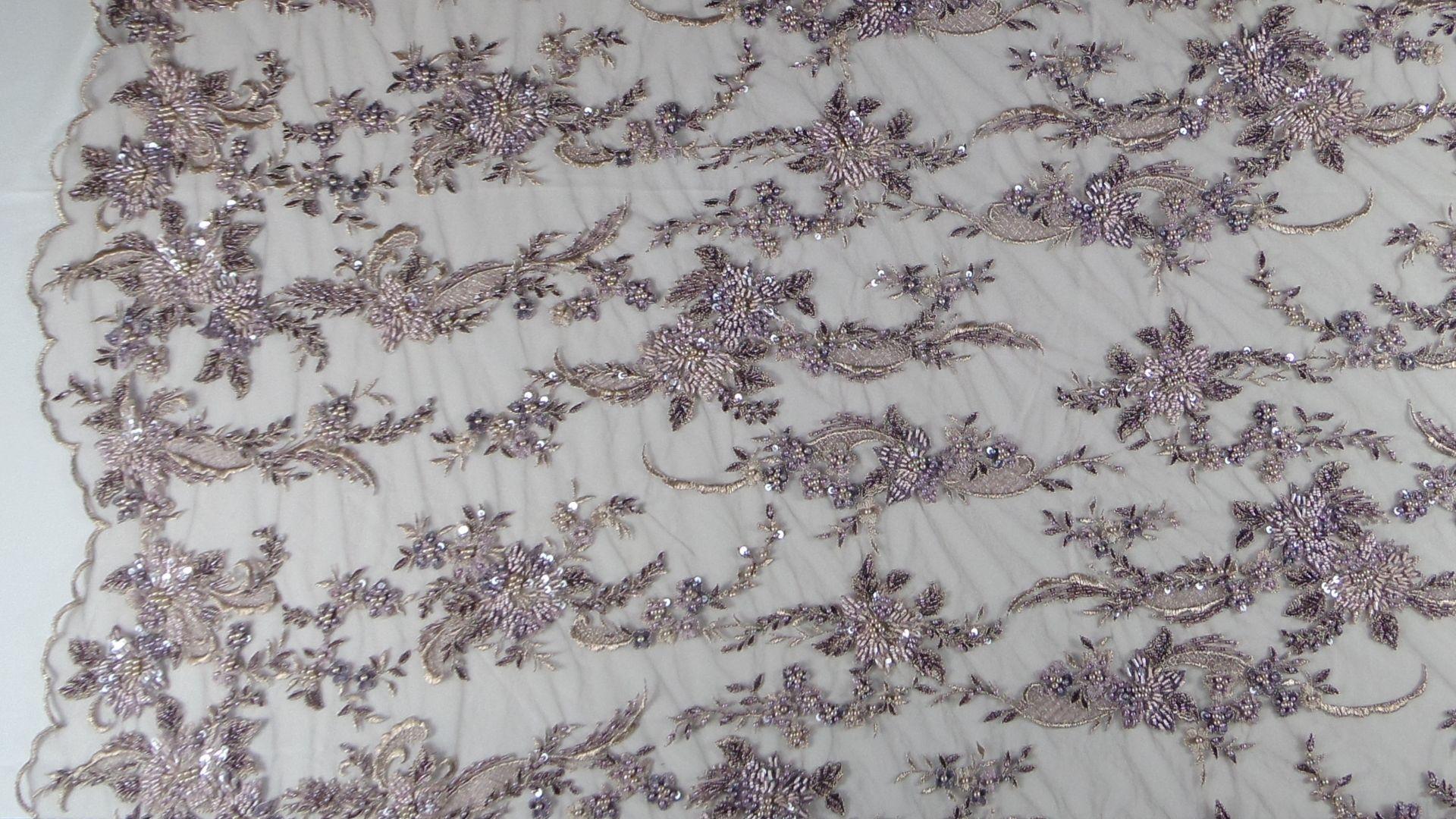 il particolare del tessuto SX122, appartenente alla categoria ricami con accessori, di Leadford & Logan